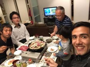 Cena en la casa de una familia japonesa, en la ciudad de Tono.